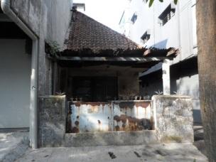 Sisa bangunan rumah karya Sukarno, sudah dalam keadaan rusak.